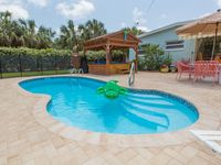 Charming Home With Pool and Spa! Pet Friendly 30 Sec To Beach! Great Location!