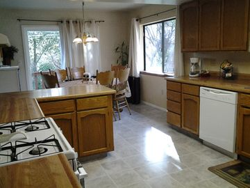 Mariposa house rental - Large and spacious kitchen