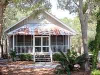 Goodnight Moon: Newly renovated cottage in Old Grayton!