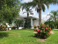 Comfort House on channel m. Access to the sea, boat dock, heated pool.
