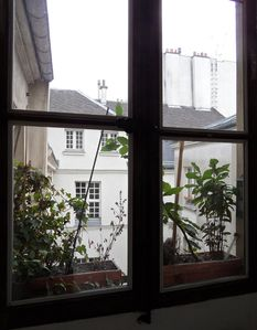 Apt LISLE - Ile St. Louis – Entrance window offers a view on the courtyard