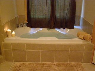 Ellijay cabin photo - Jacuzzi jet bathtub in master bathroom