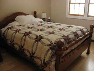 'Queen sized' bedroom - Stowe house vacation rental photo