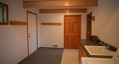 Spacious mud room with washer/dryer