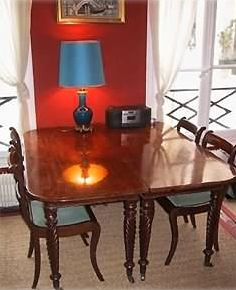 The mahogany dining table can sit 6 confortably