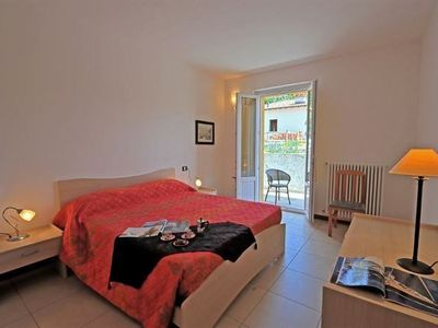 Tremezzo villa rental - Master double bedroom with access out into the garden