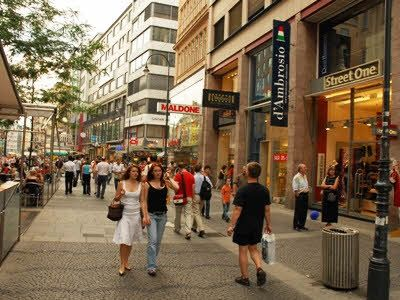 Viennas largest shopping street MARIAHILFERSTRASSE - only short walk away!