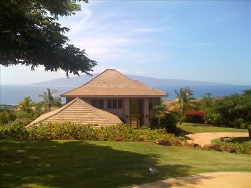 Launiupoko villa rental - distance and down from street gives you great westerly view and privacy