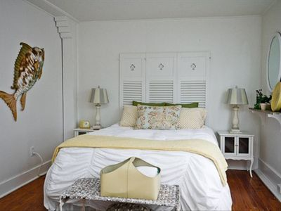 Screened Inn - 3rd bedroom with another comfy queen bed and a twin bed!