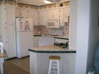 Myrtle Beach Resort condo photo - Full Kitchen