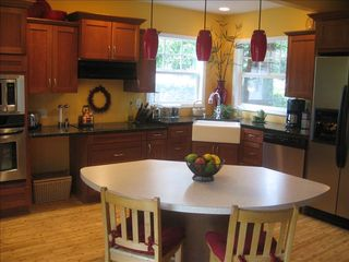 Portland house photo - Cook's kitchen has all you need and more!
