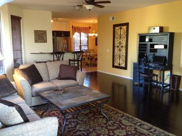 DC Ranch Scottsdale townhome rental - Spacious living room, open kitchen. Perfect for relaxing dining or entertaining.