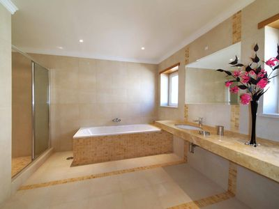 Spacious En-Suite Bathrooms with Seperate Shower