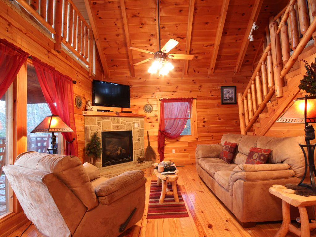 P74 2 bedrooms near dollywood owner homeaway for Gatlinburg dollywood cabins