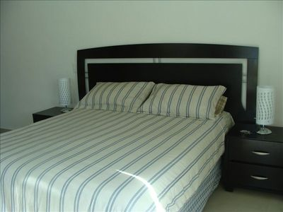 Master bedroom's Queen size Bed
