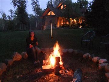 Have a great time around the large fire pit in the evening. So Peaceful!