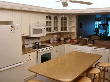 Newly remodeled, full kitchen