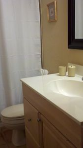 Cape Coral house rental - Guest bathroom, with tub and shower