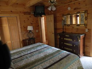 Pigeon Forge cabin photo - Main Floor Bedroom