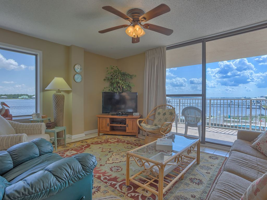 Compass point 109 gulf shores waterfront vrbo for 3 bedroom condos in gulf shores al