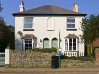 2 BROOKLYN COTTAGES, with a garden in Niton, Isle Of Wight, Ref 6939