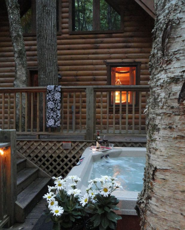 Treehouse Hot Tub at Twilight