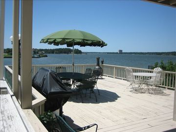 Montgomery townhome rental - Relaxing Lower Deck