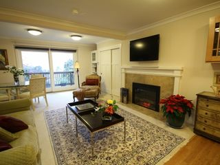 Berkeley apartment photo - Large living room with fireplace and dining area