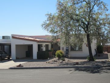Green Valley townhome rental - End unit with carport and Desert Willow