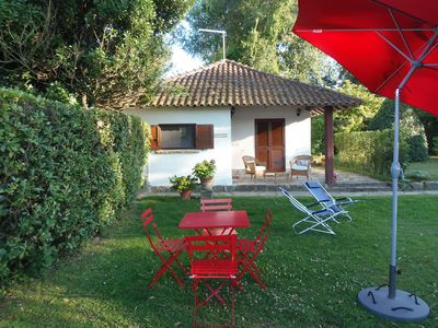 Charming cottage on the Arno River with garden