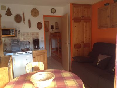 Pretty studio with balco excellent, 3rd floor, East facing