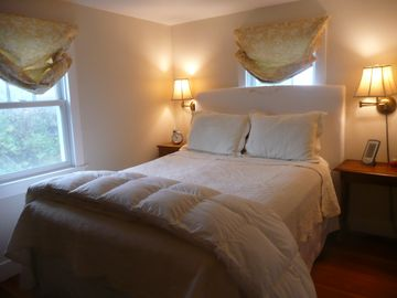 queen guest room in Cottage