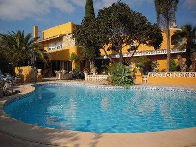 Spacious Spanish hacienda with private pool in grounds of 2 acres.