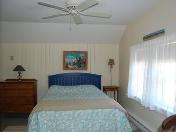 Upstairs Master Bedroom with Queen Size Bed
