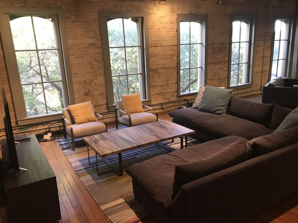 Renovated Historic Loft great for groups with easy walks to Austin's Hot Spots