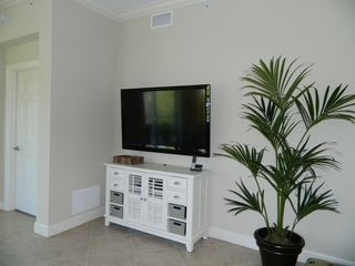 Englewood condo photo - Family room TV