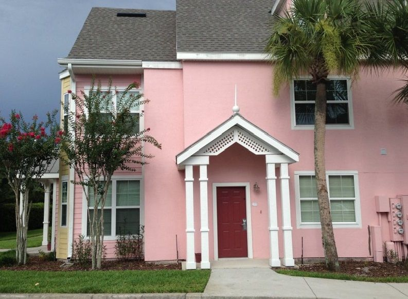 Great 3 Bedroom Gated Resort Minutes To Disney Shuttle, WiFi, Gym Pools & More