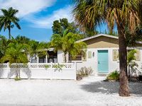 Charming North End Getaway Near Secluded Beach & Fishing Pier
