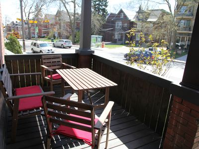 Toronto house rental - covered front porch overlooking Broadview