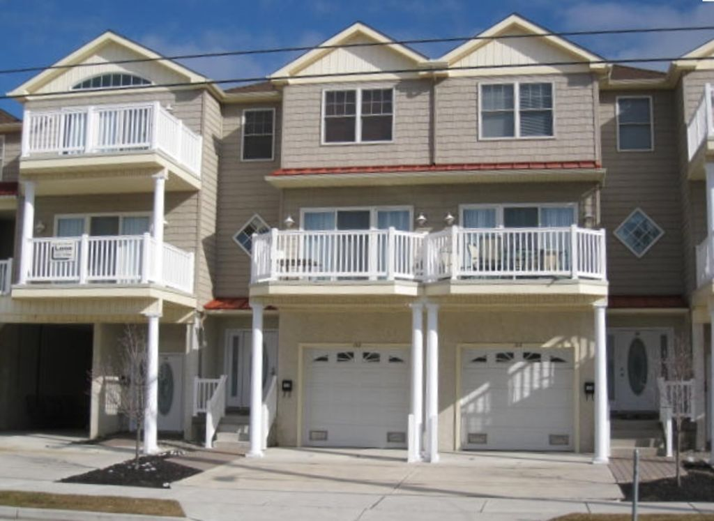 Beach block 5 br 3 5 ba huge townhouse vrbo for 5 bedroom townhouse