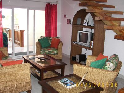 Roatan condo rental - Living area