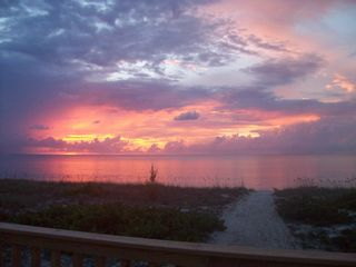San Salvador house photo - Beautiful captivating sunsets!