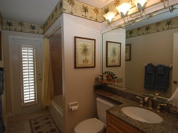 Wonderful full bath for guest rooms