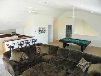 3rd floor Entertainment room with pool table and Large flatscreen Smart TV!