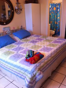 King bed,clean bedspread & matress pad every visit.ground floor.well stocked