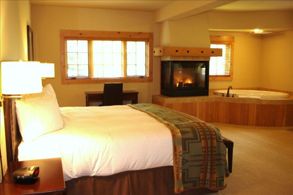 Grand Lodge With Jacuzzi Tub No Cleaning Vrbo