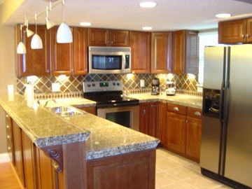 Branson condo rental - Luxury kitchen with cherry cabinetry