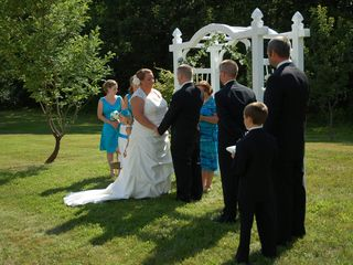 Alton farmhouse photo - A Stoney Ridge Farm family wedding in the orchard!