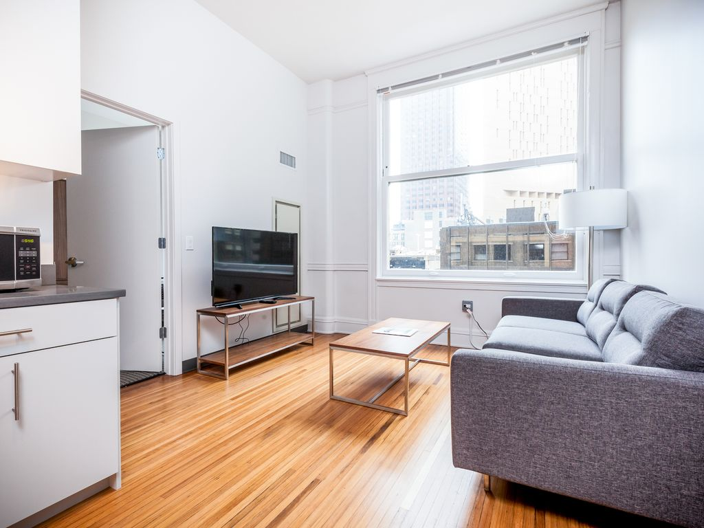 chicago lemon two bedroom apartment vrbo