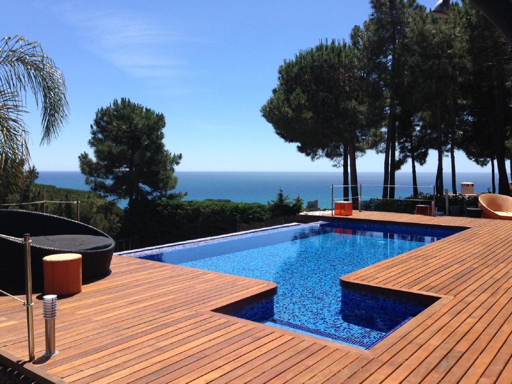 Design villa with ocean views infinity pool in barcelona for Infinity pool design uk